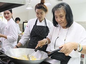 """สาขาวิชาคหกรรมศาสตร์ อบรมการทำอาหาร """"เมนูผัดไทย"""""""