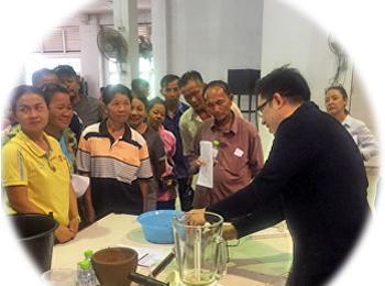 รองคณบดีฝ่ายวิจัยและบริการวิชาการ คณะวิทยาศาสตร์และเทคโนโลยี ลงพื้นที่ถ่ายทอดความรู้ให้กับกลุ่มเกษตรกรอินทรี อำเภอ ตระการพืชผล จังหวัดอุบลราชธานี