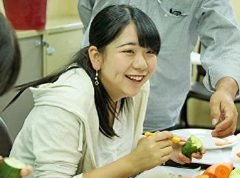 สาขาวิชาคหกรรมศาสตร์ อบรมการแกะสลักให้กับนักศึกษาชาวญี่ปุ่น จากสถาบัน Vocational College of Horticulture